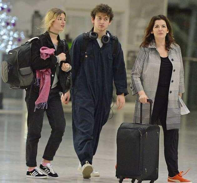 Bruno Paul Diamond with Cosima Thomasina Diamond and their mother Nigella Lawson